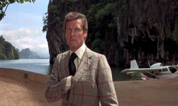 The-Man-with-the-Golden-Gun_Roger-moore-plaid-jacket_mid-gun.bmp